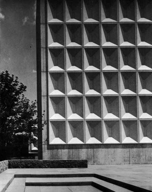 fuckyeahbrutalism:   Technology Building II, New York University Uptown Campus (now Bronx Community College), 1964-69 (Marcel Breuer & Associates)   Wonderful geometry