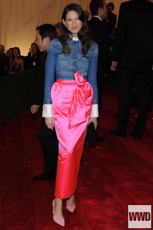 womensweardaily:  Jenna Lyons on the red carpet at the Costume Institute Gala  This is something I would wear to a high fashion red carpet event, for sure. I will only do maxi-skirts/dresses and I will always wear denim.