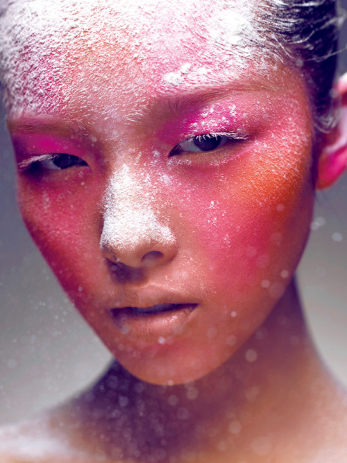 Pink Face by Chen Man photography Chen Man was born in 1980 in Beijing, China, where she studied graphic design at the Central Academy of Fine Arts. She is China's leading fashion photographer. Back when digital post-processing was still in it's infancy, Chen Man was already pioneering with the use of Photoshop and 3D-Max. Che Man's work is exposed in the most famous Chinese galleries and museums in China.