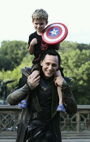 megsgalaxy:  LOVE  Waaah <3  Really hope the Avengers comes to Shetland, I need to see it again :D