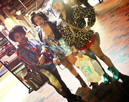 koolguyz:  CHELSEA and some other girls lookin DOPE as usual!! »  me lacie and london my bitches.