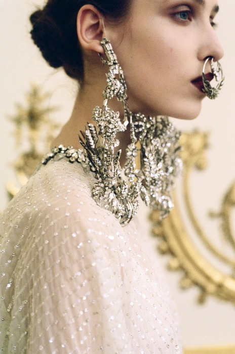 I'm obsessed with these Givenchy jewels. Ultimate septum ring is, uhm, ultimate. And how hot did Grimes look with these puppies on her Dazed and Confused cover?