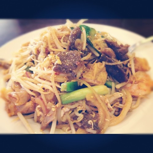 Everything Pad Thai. #padthai #vaughan #lunch #food #yummy #ig #iger #instagram #iphonesia #iphone  (Taken with instagram)