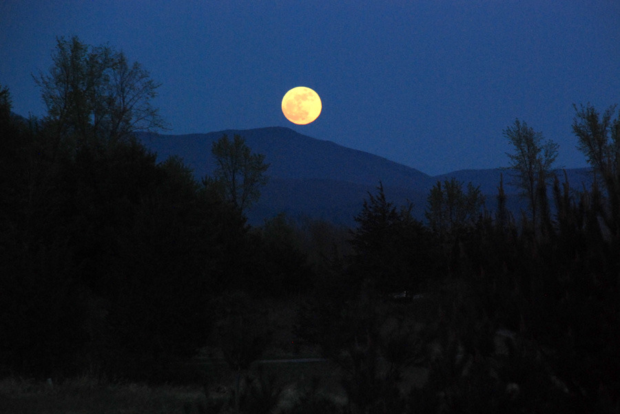 placeinsun:  Cinco de Mayo Super Moon, Vermont
