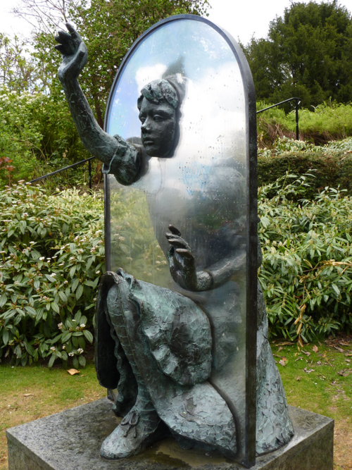 anachronisticfairytales:  Through the Looking-Glass Statue in Great Britan