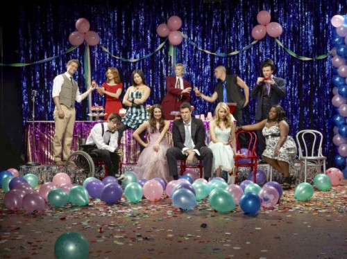Let's discuss the prom outfits for GLEE so tonight when you watch the episode you can focus on the plot rather than the fashion!
