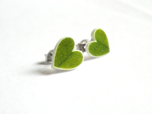 Petite Green Leaf Post Earrings (x)