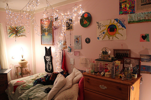 why cant my room even look like this. i hate my room.