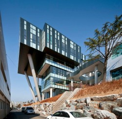 Engineering College Korea Polytechnic VI by Baum Architects, in Gyeongsangbuk-do, South Korea. Interesting, exciting structure. Represents the institute inside really well. What do you think about when you hear bringing innovation, technology and futuristic ideas into today's life? Well, when I hear that I kinda think about something like this.