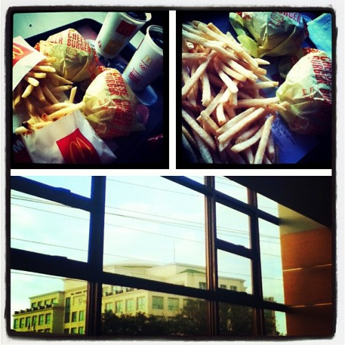 #snack #fastfood #yommm #nomnom #instagood #lifejournal #instadaily #mcdonalds #cheeseburger #comfortfood #weightgain #giddy  (Taken with instagram)