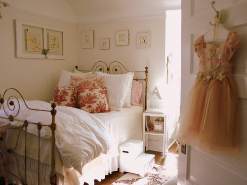 oliveeiragabriela:  PRINCESS ROOM!