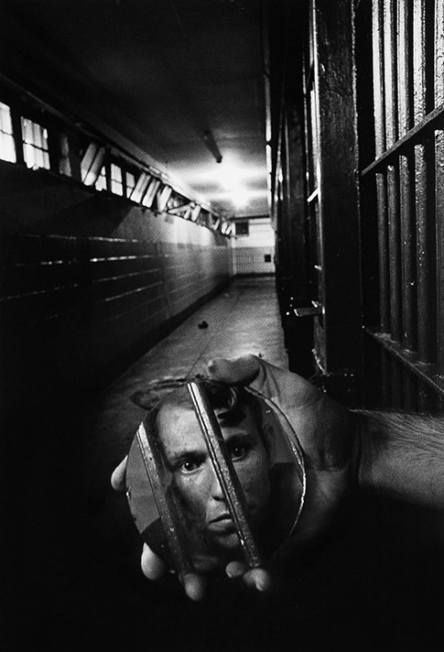 firsttimeuser:  A prisoner in solitary confinement, 1979 by Sean Kernan