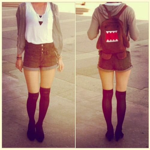 #OOTD #domo #highwaistshorts #triangle #necklace #kneehighsocks #heels #casualchic #me #outfit (Taken with instagram)