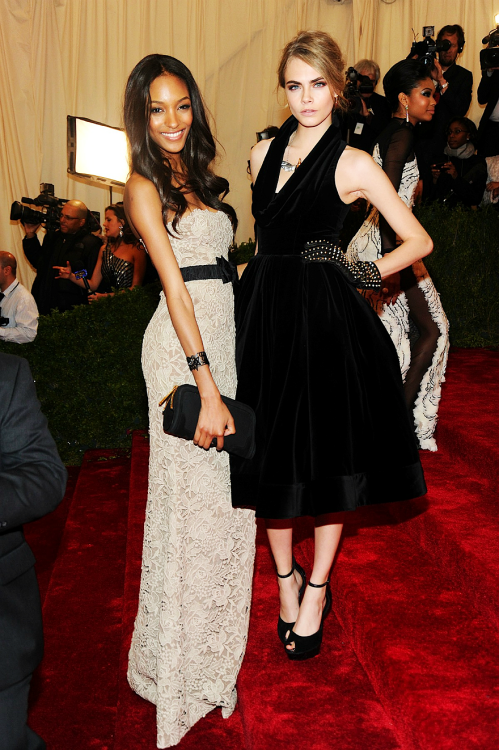 fuckyeahfashionjunkie:  Jourdan & Cara at Met Gala ♥
