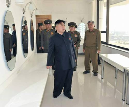kimjongunlookingatthings:  looking at a dressing room