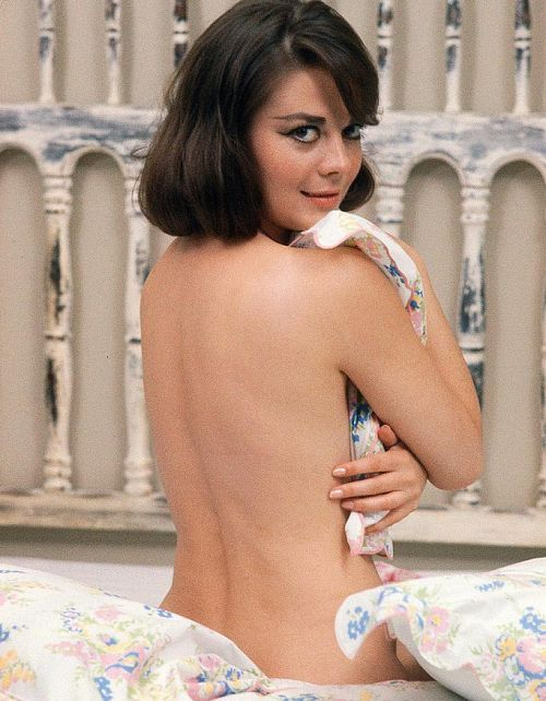 vavavoomrevisited:  Natalie n' her trademark cat eyes