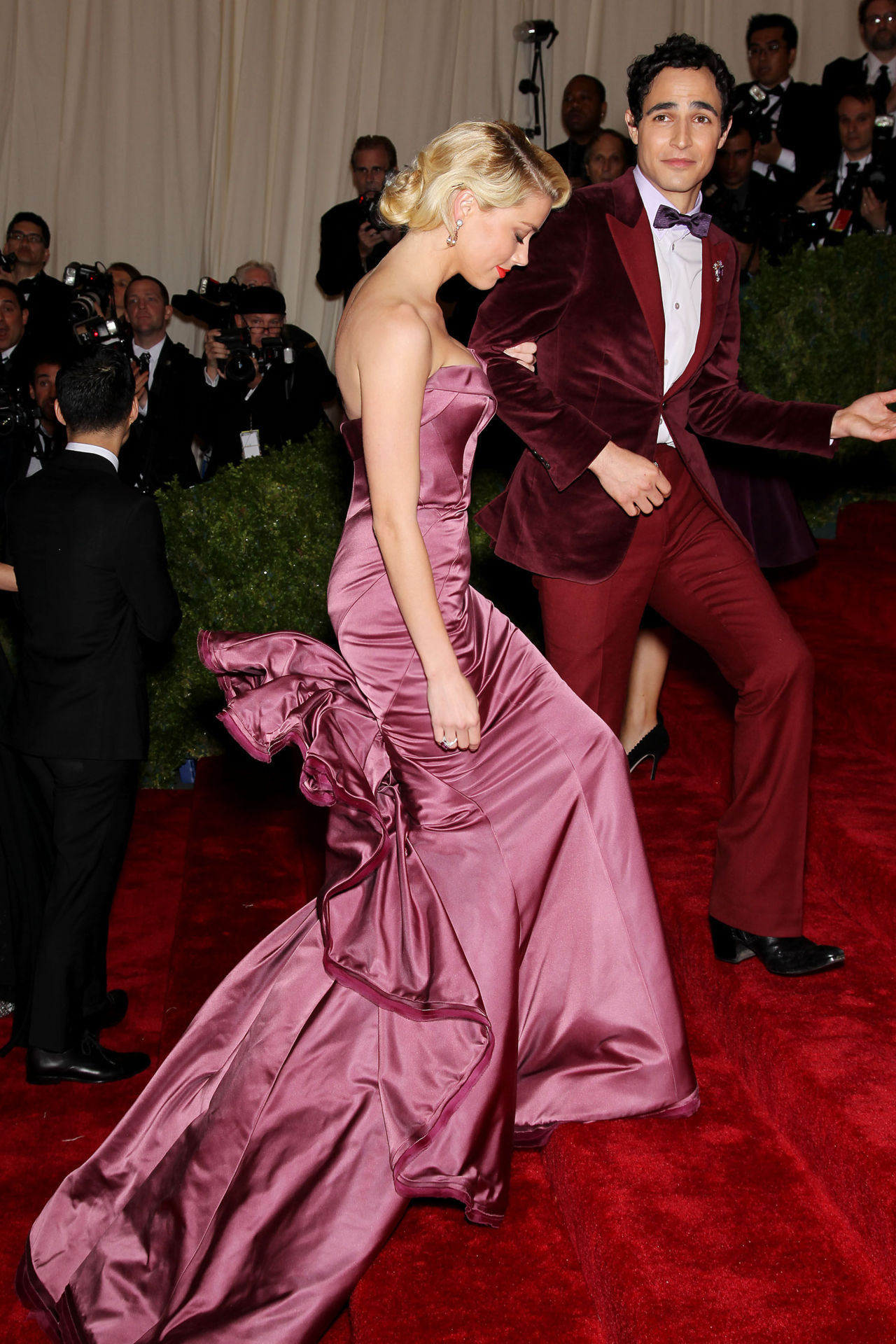 suicideblonde:  Amber Heard wearing a Zac Posen gown and with Zac Posen at the 2012 Costume Gala, May 7th Amber is somehow retro and modern at the same time, it's so intriguing to figure out.