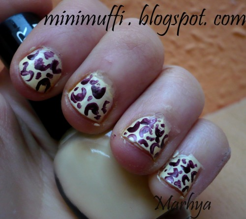 Leopard nails tutorial! visit my blog  http://minimuffi.blogspot.com !