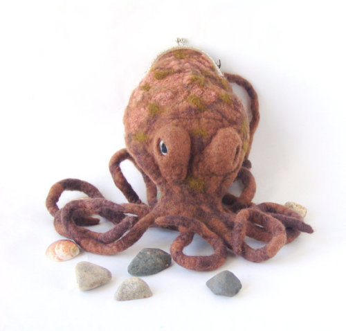artpockets:  Felted purse cosmetic brown octopus by Galina http://www.etsy.com/treasury/MTUxNDYyOTZ8MjcyMjc4NzgzMg/african-shake