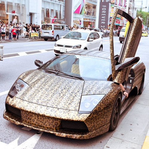 pinkxobarbie:  WHOLLY FUCK!! I would kill to have this car!!