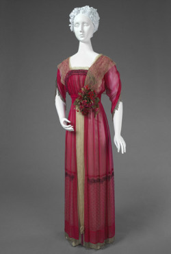 fripperiesandfobs:  Dinner dress ca. 1914 From the Philadelphia Museum of Art
