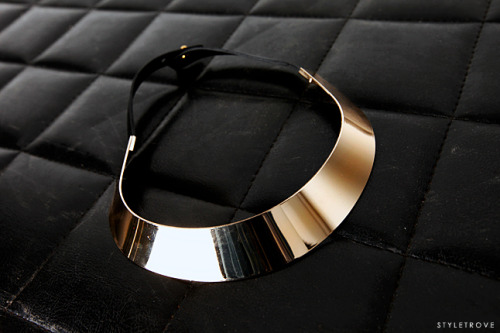 Gold cuff necklace. Trend to love.