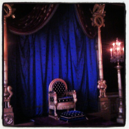 France's empty throne till next Tuesday #fontainebleau #castle #iledefrance #napoleon (Pris avec instagram)