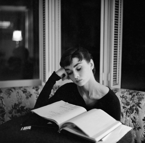 theniftyfifties:  Audrey Hepburn studies her lines on the set of 'Sabrina', 1953. Photo by Mark Shaw.