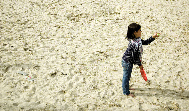 Ready. Set.  on Flickr.Little girl playing on the beach in Dinard, France. © Bree Sage http://seebreebefree.wordpress.com/