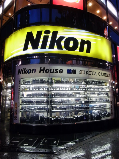 tokyo-camera-style:  Sukiya Camera, Ginza  Ah ha! This is where I bought my Nikon F100 back in 2008! Great little store.