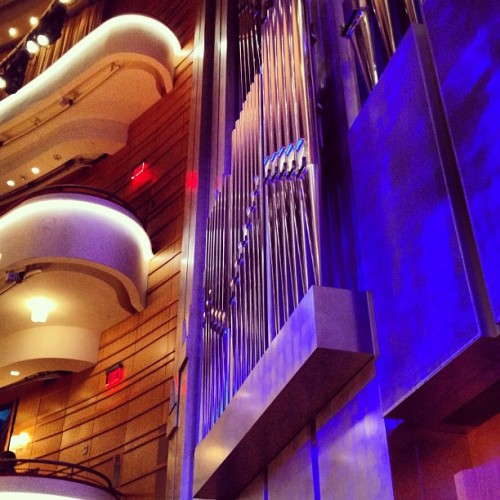 hollysarahwong:  The pipe organ turns blue in this lighting. #pipeorgan #concerthall #nyphil #newyork #philharmonic #pacific #symphony (Taken with Instagram at Renée and Henry Segerstrom Concert Hall)
