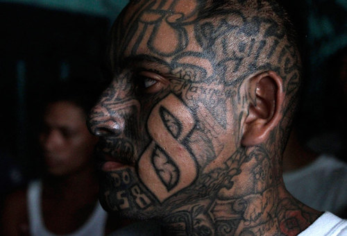 El Salvador gangs celebrate a day without murders Two of the largest rival gangs in El Salvador have recently called a truce, leading to its first murder-free day for years. Much of the violence is blamed on Mexican drug cartels that use the country as a transit point A Mara 18 gang member attends a press conference of his leaders at a prison in Quezaltepeque. Imprisoned gang leaders announced in a press conference on Wednesday that they have declared Salvadorian schools as peace zones Photograph: Luis Romero/AP