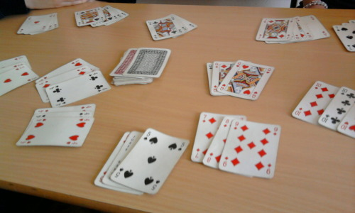 Playing cards whit friends and @KacennQa at school :)
