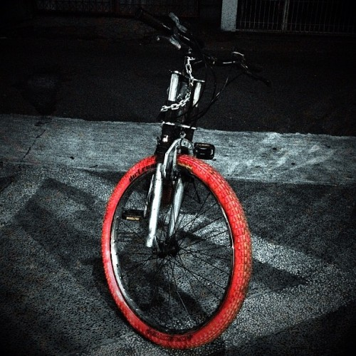 #Sumedang #fotosmd #bicycles #tires #redtires #bicycletires #yard #floor #street #fronttire #parking #iphonesia #instago #instagood #statigram #bestoftheday #photooftheday #instagramhub #instafamous #instamood #all_shots #webstagram #gang_kaskus #aic #ikaskus #kaskus #blackandwhite #blackwhite #bw #color #streetphotography (Taken with Instagram at Gending Futsal)