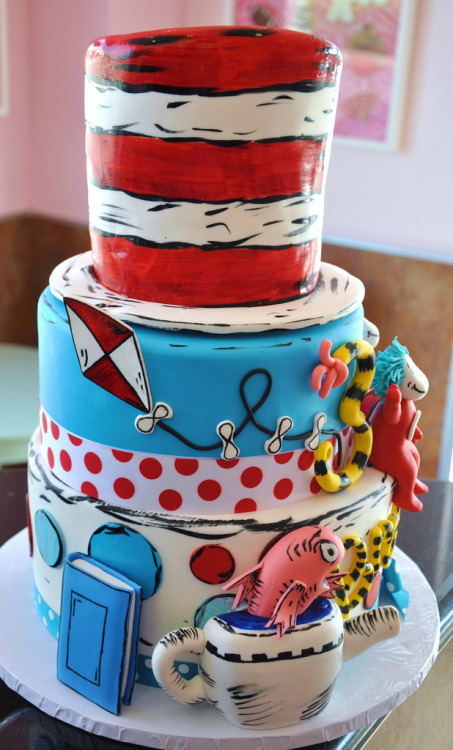 thecakemamas:  Cat In The Hat customized cake from The Cake Mamas!   Awesome