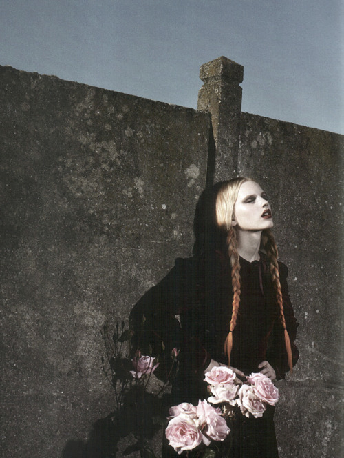 nomecalles:  Madara Malmane by Sofia Sanchez & Mauro Mongiello, Numero #66 September 2005