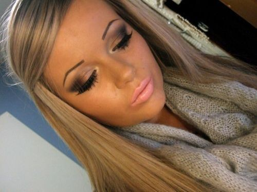 her eyeshadow<3