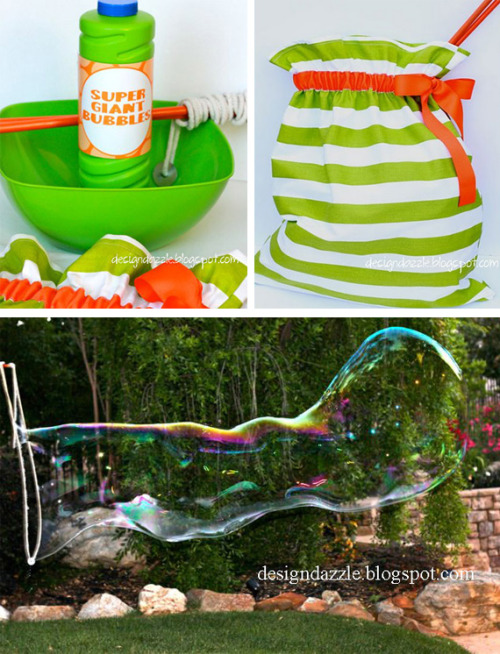 mydiytodolist:  Giant soap bubbles kit Quite sure that during the summer, you will have seen in a corner of your city to people using this kind of homemade tool made of strings and sticks to make huge bubbles. Are you are curious how to do them? Toni of Design Dazzle shows you how to build your own set to leave them all with the mouth open: sure your children have never seen bubbles as the ones you have prepared.