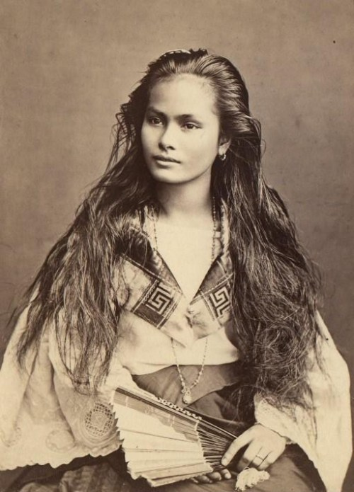 simply beautiful   Ile de Luzon. Métisses Tagalo-Chinoises. Portraits, 1870-1914. Photographe inconnu. Bibliothèque nationale de France.