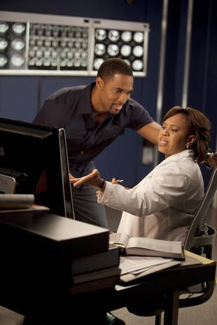 "Click to read ALL the spoilers for Grey's Anatomy Season 8, Episode 23: ""Migration."""