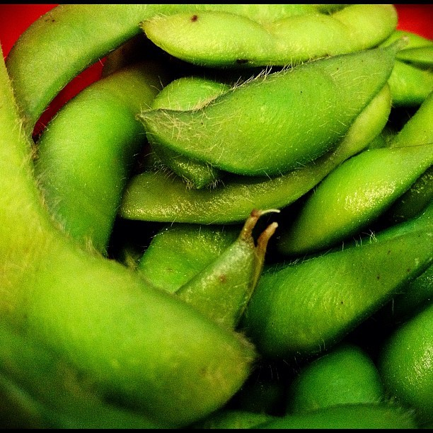 #snacktime #edamame #soybeans #livinghelthy (Taken with instagram)