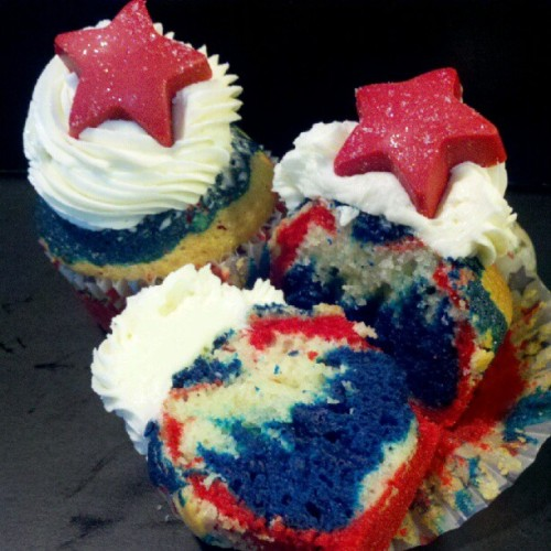 AMERICA CUPCAKES FOR MEMORIAL DAY ORDERS!!! #cupcakes #USA #sweets #treats #America #ilovecupcakes #nofilter (Taken with instagram)