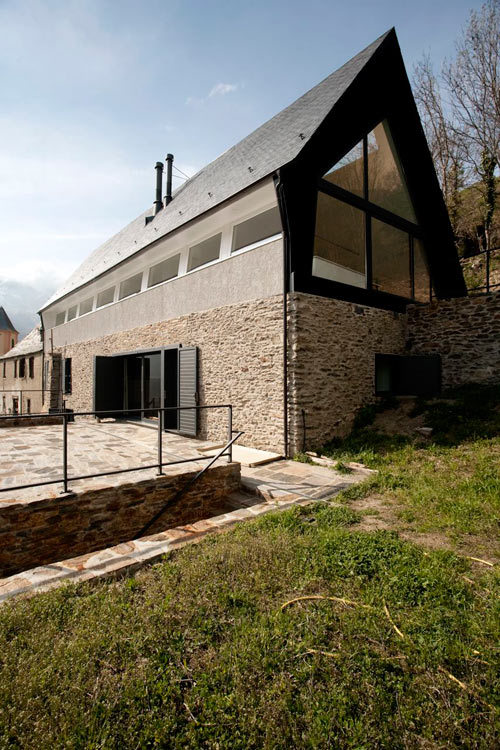 (via House At The Pyranees by Cadaval & Solà-Morales | Design Milk)