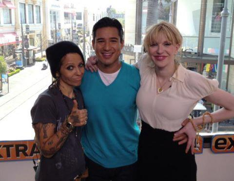 snowwhiterenner:  slater finally got cool, mario lopez , courtney love and linda perry