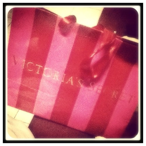 A bag full of goodies from my aunt :) #vs #family #thatpinkstripedbaggie #instalove #instagood #lifejournal #igers  (Taken with instagram)