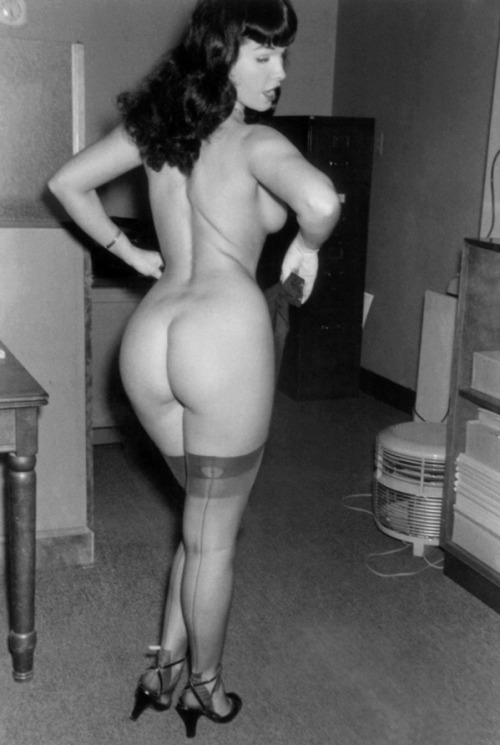 stockingsweeties:  Beautiful Bettie… in nylons. Perfect!  I love you betty!