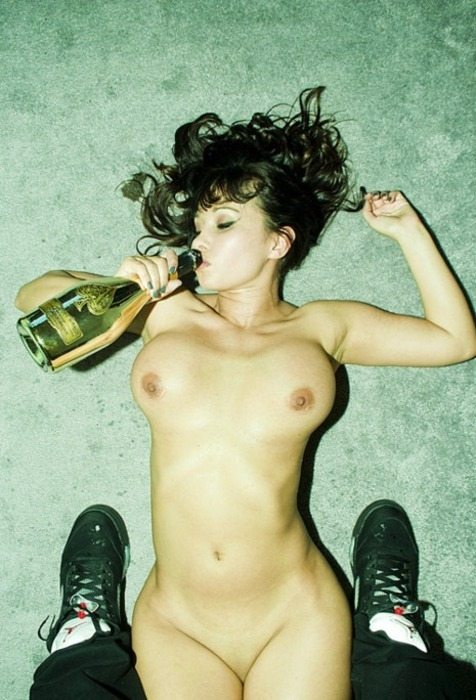 badbitchesandgoodsex:  badbitchesandgoodsex ;) =P  Gold bottles, scold models, spillin ace on my sick Jay's