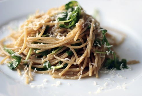 theresafoodieinusall:  Spaghetti with Parmesan and Arugula