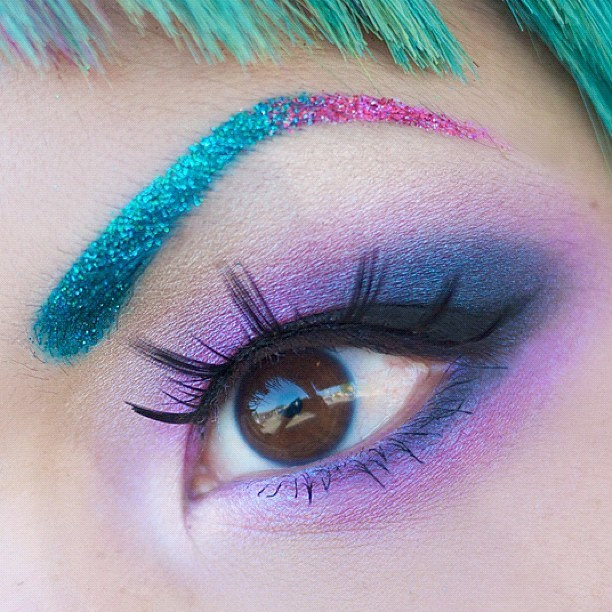 sugarpillcosmetics:  Glitter gradient brows courtesy of Lit Cosmetics! Eyes: Sugarpill Magentric, Magpie, Lumi and Tako, with Pixie Bomb lashes. http://instagr.am/p/KbKFB_lIb_
