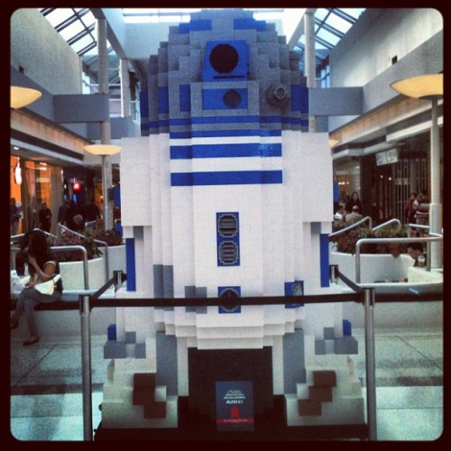 Lego R2-D2 at oakridge mall #vancouver #starwars (Taken with instagram)